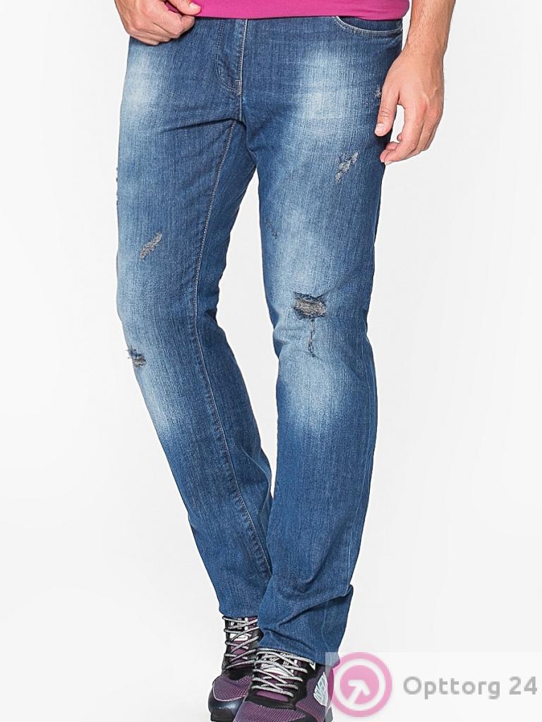 ac2552fdc74 Мужские джинсы синего цвета с дырками и протертостями прямой крой ...