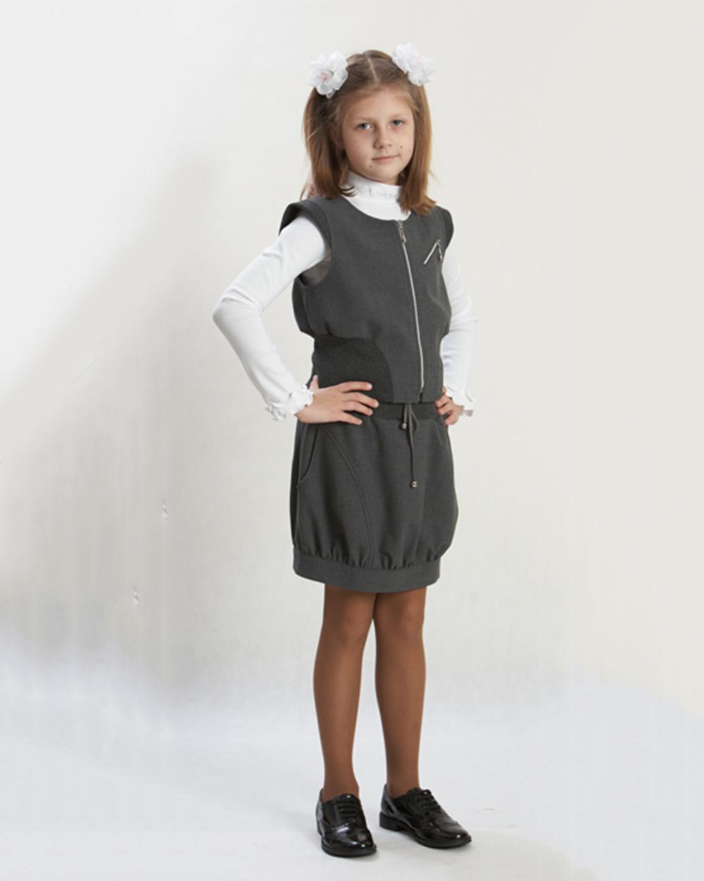 У девочки под юбкой в школе 15 фотография